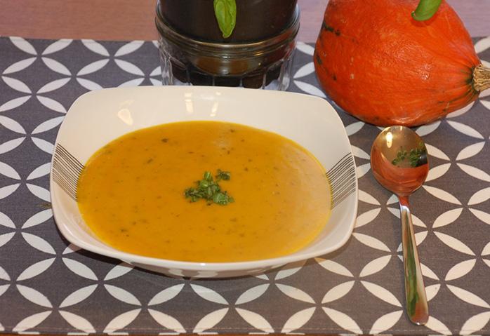 Hokkaidovo-hrachová polievka
